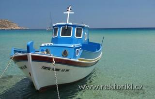 Loď v přístavu Amopi