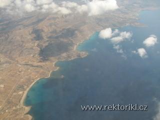 Pobřeží mezi letištěm a Amopi