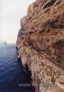 Schodiště k jeskyni Grotta di Nettuno