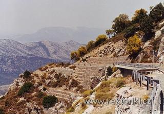 Cesta s výhledem na Supramonte