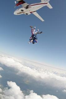 Po výskoku z letadla